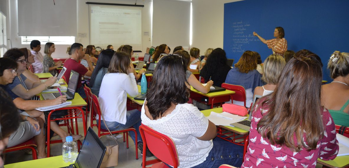 CURSOS DE FORMAÇÃO CONTINUADA DE PROFESSORES